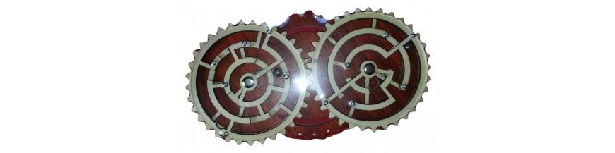 Des casses têtes sous différentes formes: chaîne de vélo, labyrinthe.